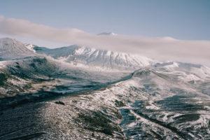 Blick auf einen nebenverhüllten Berg